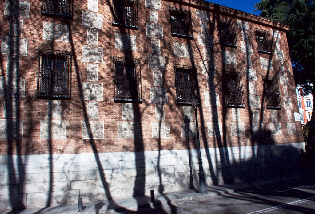 Shadows in Madrid 2 - ID: 15311962 © David Resnikoff