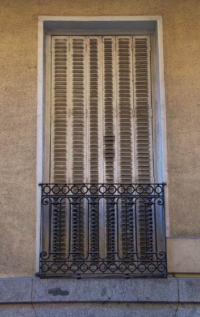 Madrid Balcony - ID: 15311964 © David Resnikoff