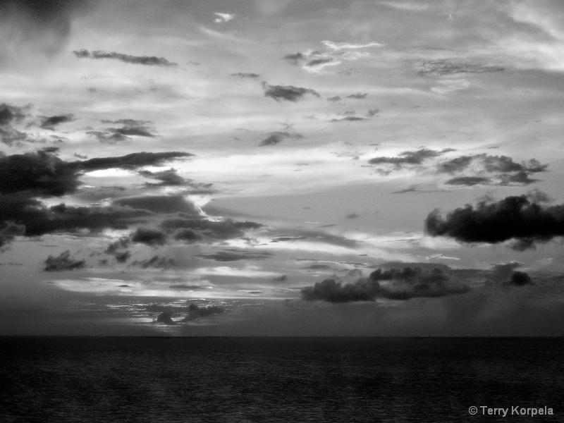 Caribbean Sunset b/w - ID: 15314366 © Terry Korpela