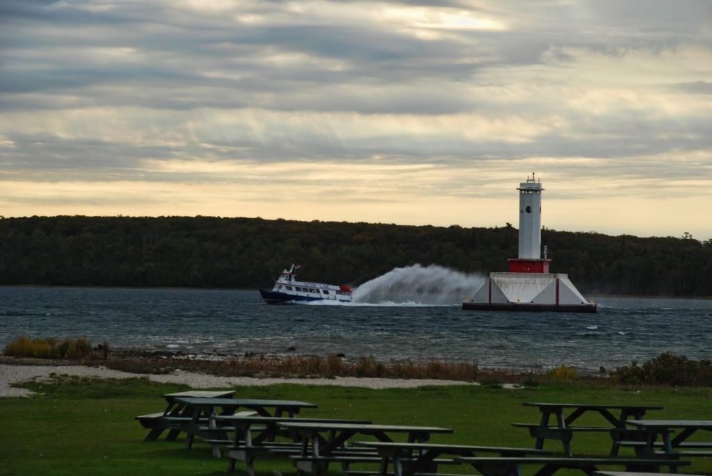 Incoming Starline Ferry @ Mackinac Island