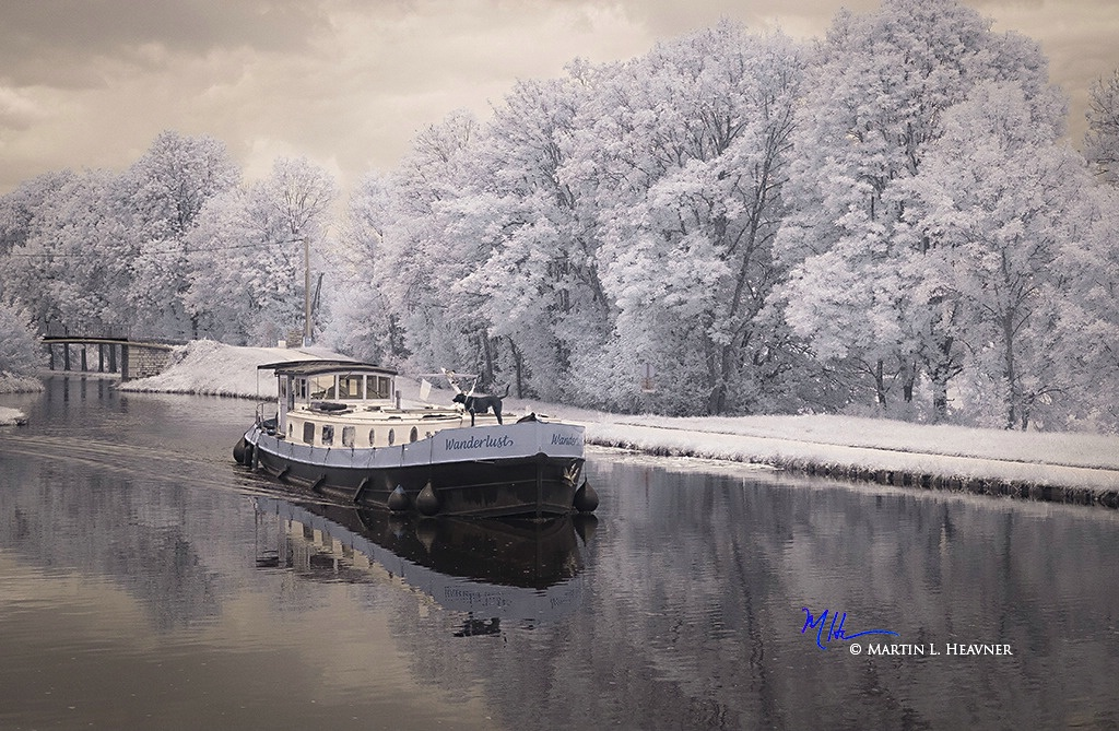Wanderlust on the Burgundy Canal - France - ID: 15327653 © Martin L. Heavner