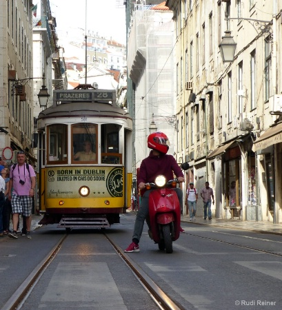 Crossing the street, Lisbon