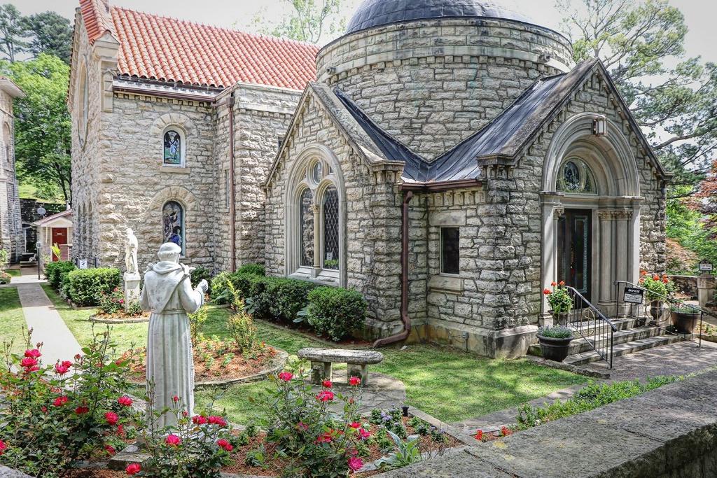 Spring at St. Elizabeth's Chapel - ID: 15366626 © Carolyn Keiser