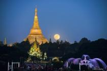 full moon day with holy shwedagon