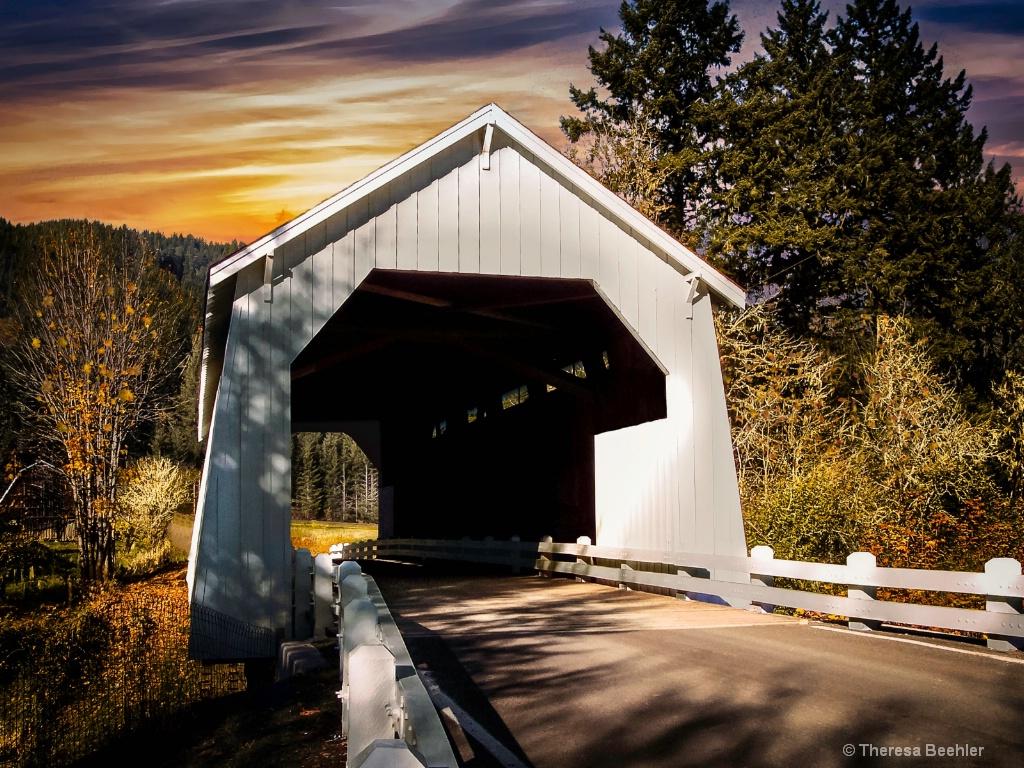 White Bridge 2 - ID: 15430887 © Theresa Beehler
