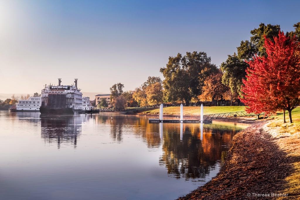 Fall Morning - looking north - ID: 15483214 © Theresa Beehler