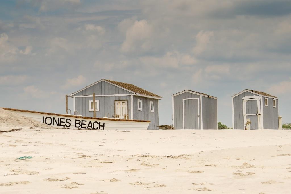 On shore at Jones Beach - ID: 15509975 © Nancy Auestad