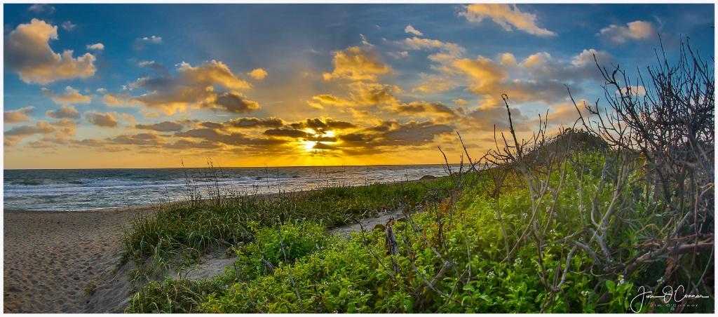 Santa Lucea Beach - ID: 15519316 © Jim OConnor