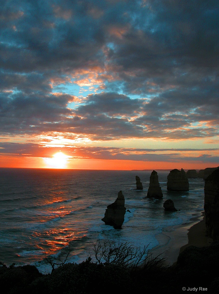 The 12 Apostles, Australia - ID: 15531107 © Judy Rae