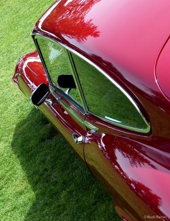 Jaguar E Type V12 lines