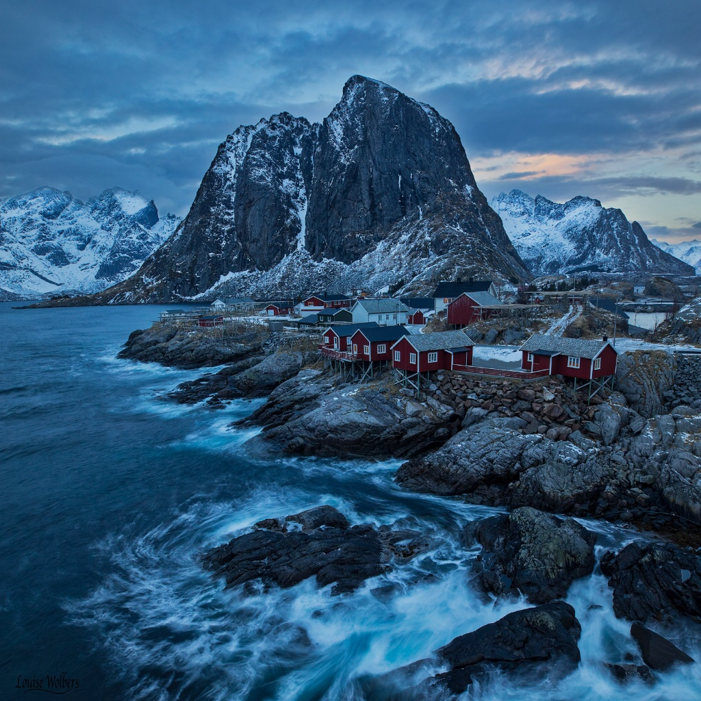Hamnoy Rough Seas - ID: 15549103 © Louise Wolbers