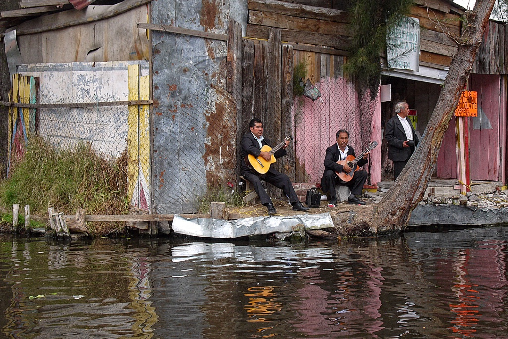 Trio music at the floating gardens