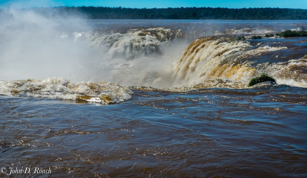 Devils Throat - Iquazu Falls - ID: 15570233 © John D. Roach