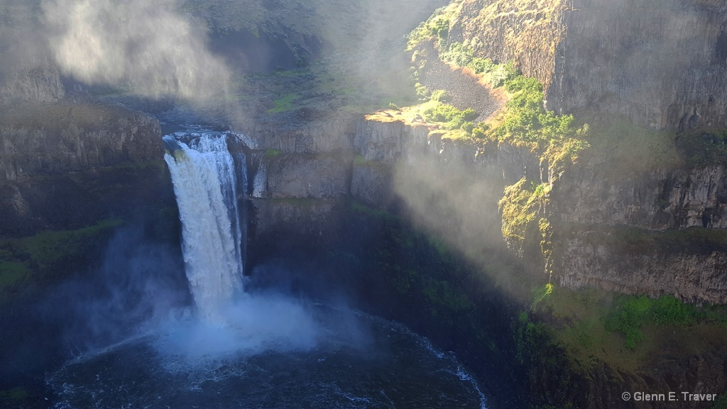 Palouse Falls and the Sun Beams