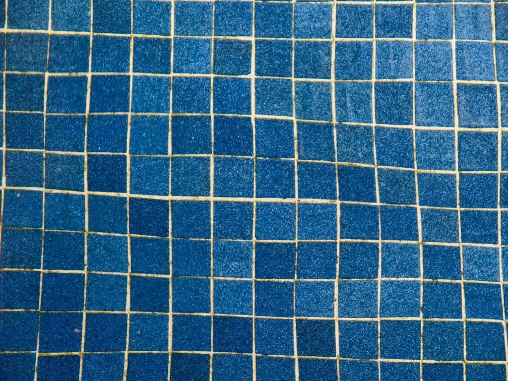 Underwater squares - ID: 15577770 © Susan Johnson