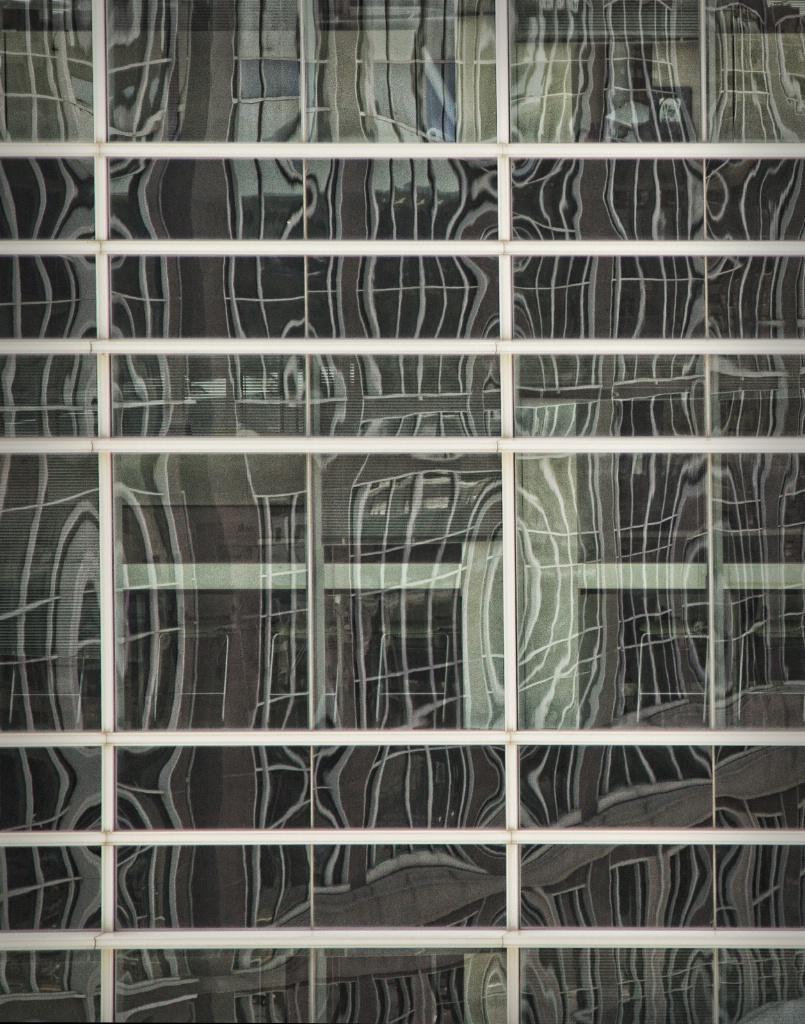 Urban reflections - ID: 15577772 © Susan Johnson