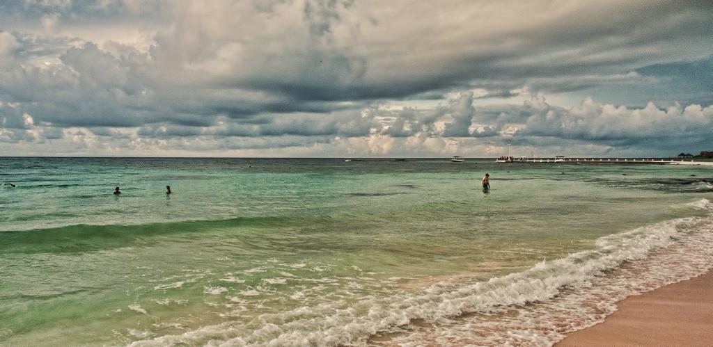 Mexican Beach - ID: 15577780 © Susan Johnson