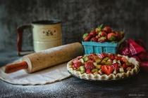 Summer Classic ~ Strawberry-Rhubarb Pie