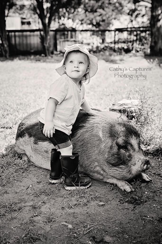 ~Hannah & Her Pig~