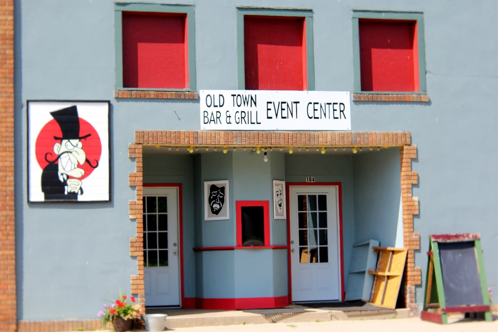 Small Town Theatre, Bar and Grill