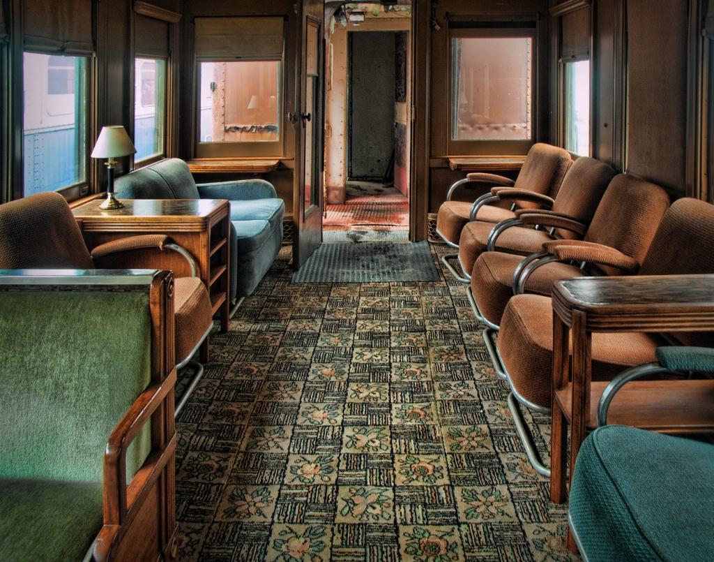 Restoring the Lounge Car - ID: 15645509 © Susan Johnson