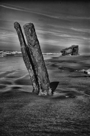 Peter Iredale and old wreckage 1 edited-1
