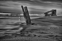 Peter Iredale and old wreckage horizontal 2