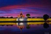 Sunset on Mandalay moat.