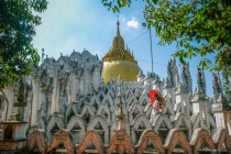 Beautiful Janpense Woman and pagoda