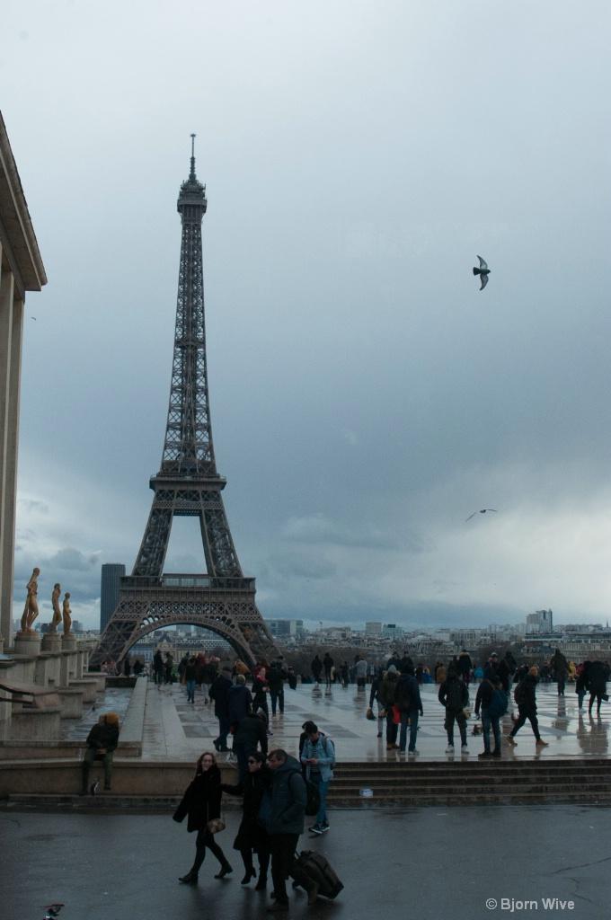 Eiffel tower, reverse angle