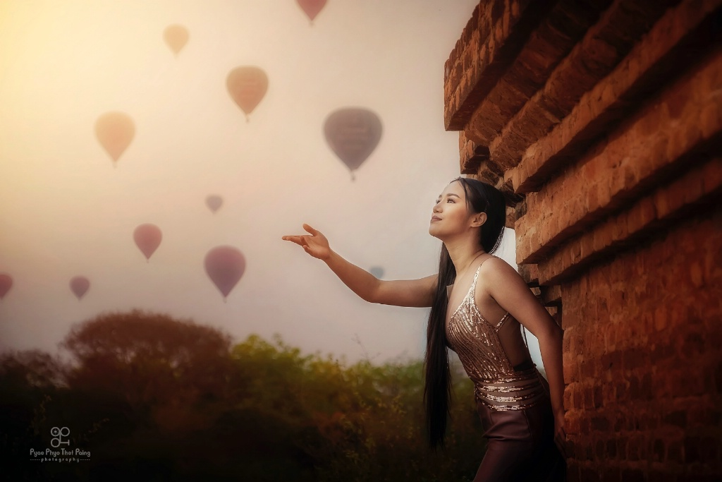 Girl with balloons - ID: 15694758 © Pyae Phyo Thet Paing