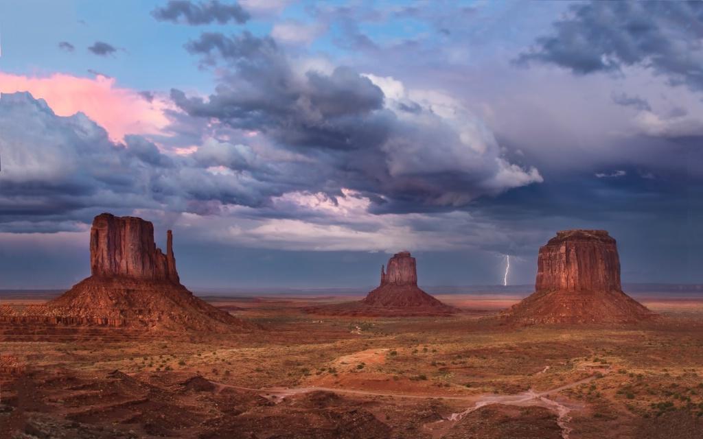 Lightning Across The Valley
