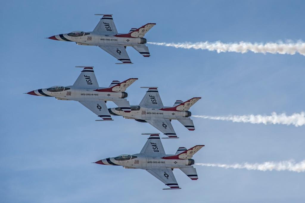 USAF Thunderbirds in F-16 Fighting Falcon - ID: 15707143 © William S. Briggs