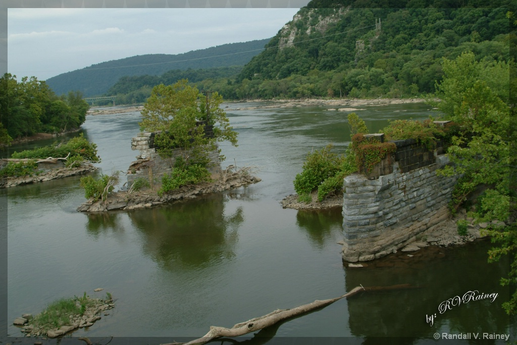 The Potomac River in Harpers Ferry W. Va. - ID: 15708718 © Randall V. Rainey