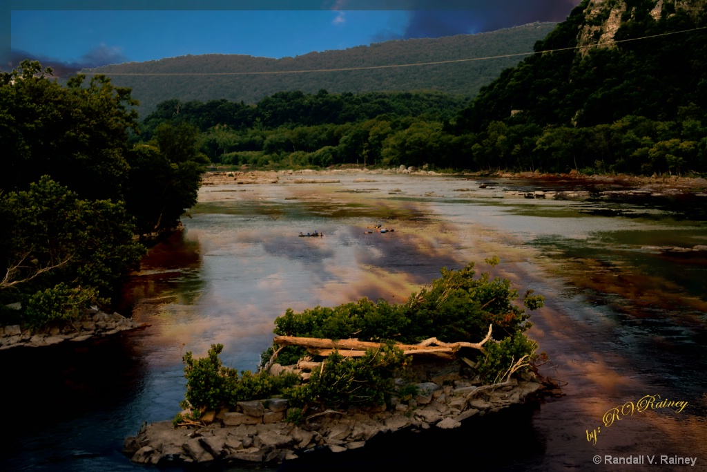 Potomac River with tubers in stream... - ID: 15710815 © Randall V. Rainey
