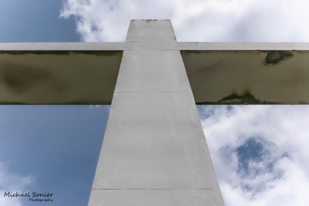 Cross - ID: 15715577 © Michael L. Sonier