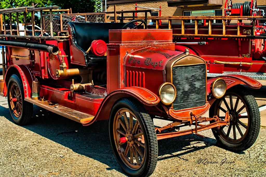 Richmond Vintage Firetruck - ID: 15720313 © Robert/Donna Green